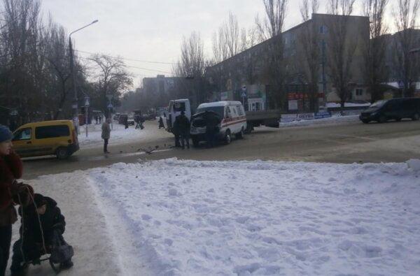 Водитель автомобиля, столкнувшегося с каретой скорой помощи, ищет свидетелей ДТП!   Корабелов.ИНФО