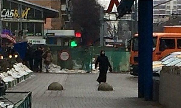 18+ В Москве возле метро задержали женщину с головой ребенка в руках, которая кричала «Аллах Акбар» | Корабелов.ИНФО