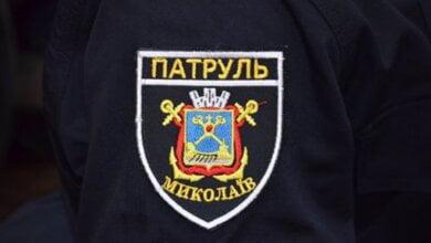 Photo of Приревновал, поскандалил и сиганул с балкона житель Николаева, но полицейский его спас