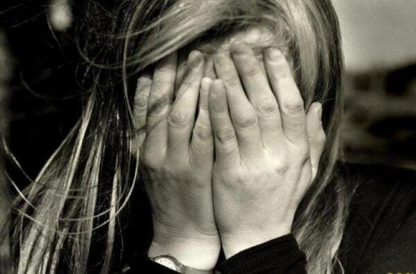 В Корабельном районе женщина спрятала ворованные в супермаркете товары в одежде и сумке своего же ребенка | Корабелов.ИНФО