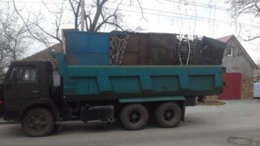 В Корабельном патрульные задержали КамАЗ за грязные номера, а обнаружили еще и металлолом без документов