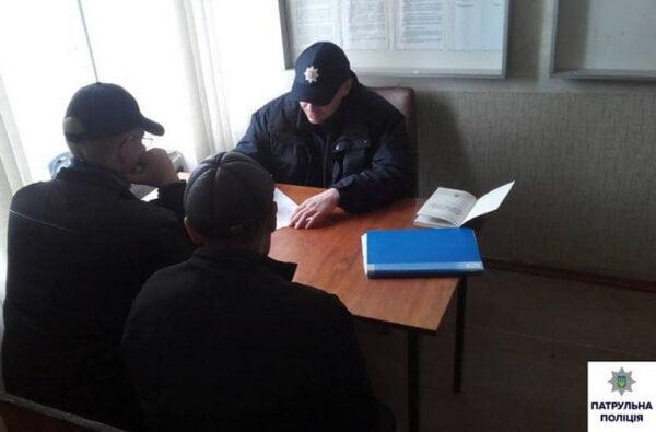За зберігання наркотиків патрульні затримали трьох мешканців Корабельного району | Корабелов.ИНФО image 1