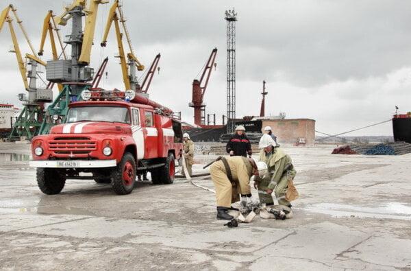 В порту «Октябрьск» провели тренировки по ликвидации последствий возможных аварий   Корабелов.ИНФО image 1