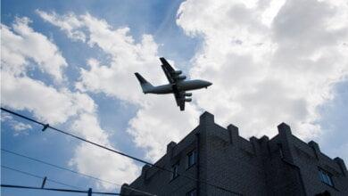 Photo of «Я только что чуть кирпичей не наложил!» — житель Корабельного района — о низко летающих самолетах