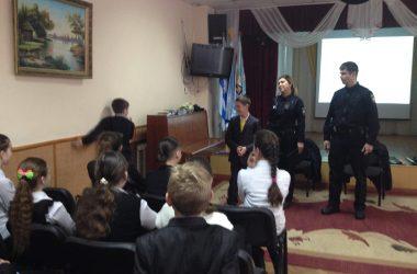 Патрульні поліцейські перетворили гімназистів Корабельного району в помічників водія   Корабелов.ИНФО image 5