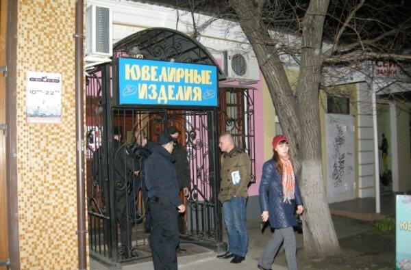 В центре Николаева ограбили ювелирный магазин (Видео) | Корабелов.ИНФО
