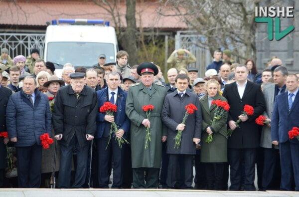 Слезы гордости, крики, потасовки и уроки истории – как в Николаеве отметили 72-ю годовщину освобождения (Видео) | Корабелов.ИНФО image 12