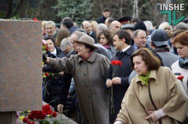 Слезы гордости, крики, потасовки и уроки истории – как в Николаеве отметили 72-ю годовщину освобождения (Видео) | Корабелов.ИНФО image 2