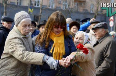 Слезы гордости, крики, потасовки и уроки истории – как в Николаеве отметили 72-ю годовщину освобождения (Видео) | Корабелов.ИНФО image 9