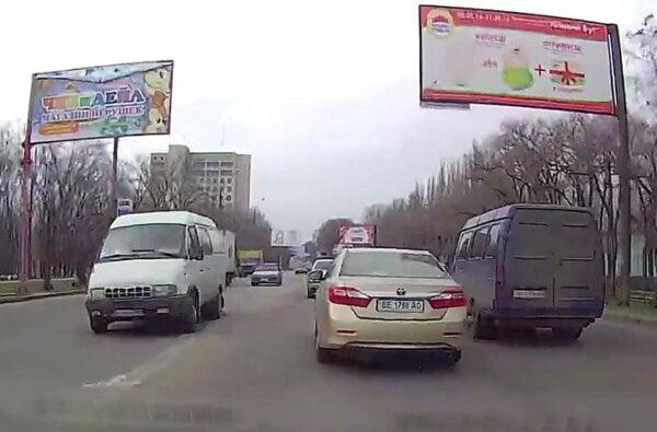 «Весеннее обострение»: николаевец показал, как водители грубо нарушают ПДД, разъезжая по городу | Корабелов.ИНФО