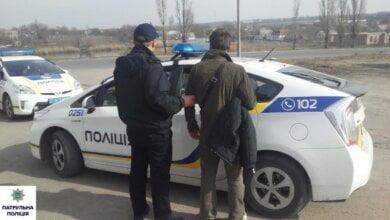 Патрульні у Корабельному районі затримали перехожого, у якого в рукаві куртки був шприц з наркотиком | Корабелов.ИНФО