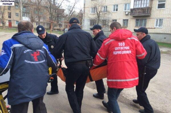 На пр.Богоявленском мужчина, скрываясь от патрульных, упал вниз головой со 2-го этажа   Корабелов.ИНФО