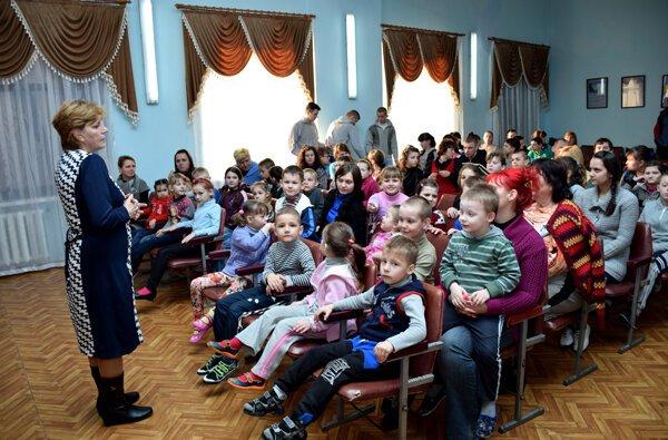 Детям напомнили о важности молитвы: при поддержке ОГА в школе-интернате №6 отметили День семьи | Корабелов.ИНФО image 13