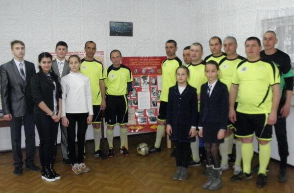 В память об освобождении Николаева военные моряки, портовики и школьники сыграли в Корабельном районе в футбол   Корабелов.ИНФО image 3