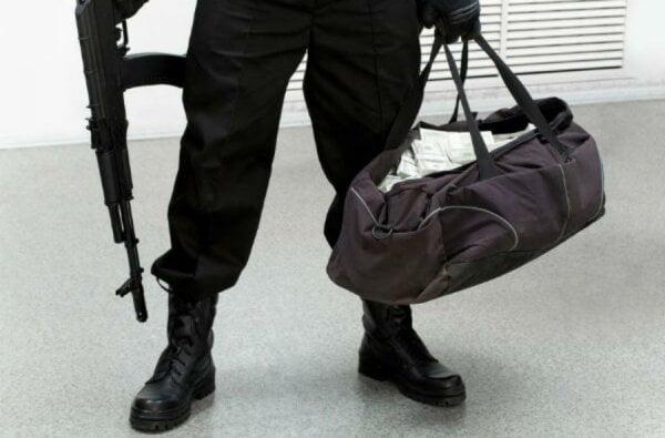 Грабитель с автоматом вынес с АЗС в Жовтневом районе 45 тыс. грн. | Корабелов.ИНФО image 3
