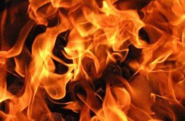 В Корабельном районе горел Mersedes, полиция расследует поджог и разыскивает свидетелей | Корабелов.ИНФО