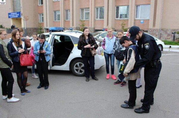 В Управлении патрульной полиции Николаева нашли индивидуальные слова для юных журналистов из Корабельного района | Корабелов.ИНФО image 1
