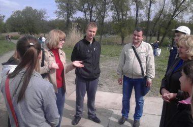 "Школярі продовжили очищення парку ""Богоявленськ"" 29 квітня | Корабелов.ИНФО image 2"