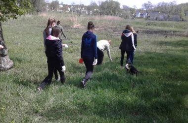 "Школярі продовжили очищення парку ""Богоявленськ"" 29 квітня | Корабелов.ИНФО image 4"