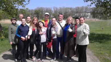 "Школярі продовжили очищення парку ""Богоявленськ"" 29 квітня   Корабелов.ИНФО image 1"
