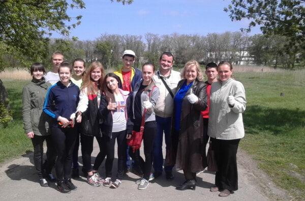 "Школярі продовжили очищення парку ""Богоявленськ"" 29 квітня | Корабелов.ИНФО image 1"