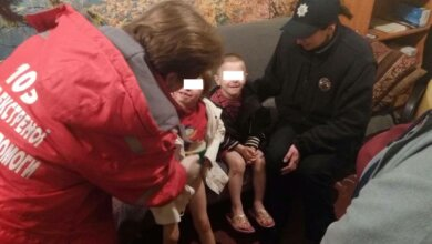 Патрульні знайшли маленьких хлопчика та дівчинку, які вночі гуляли самі по Корабельному району   Корабелов.ИНФО image 1