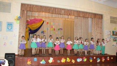 Вокалісти зі шкіл №14 та №44 підготували святковий виступ до родинного свята | Корабелов.ИНФО image 1