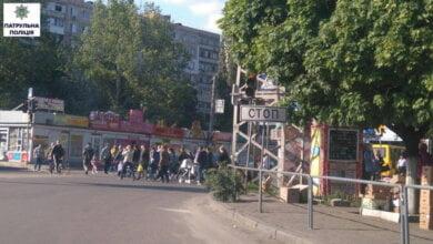 Photo of Патрульна поліція заявила про погану видимість дорожніх знаків та світлофорів через гілки дерев