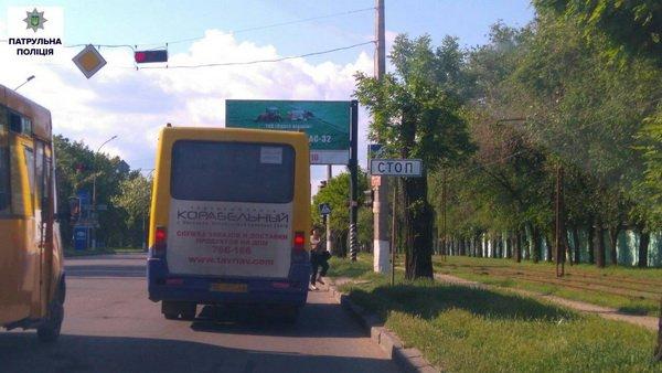 Патрульна поліція заявила про погану видимість дорожніх знаків та світлофорів через гілки дерев | Корабелов.ИНФО image 2