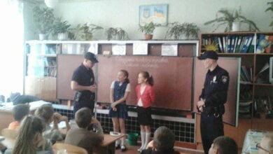 Напередодні шкільних канікул: патрульні у Корабельному провели урок для школярів на тему «дитина та незнайомець»   Корабелов.ИНФО image 1
