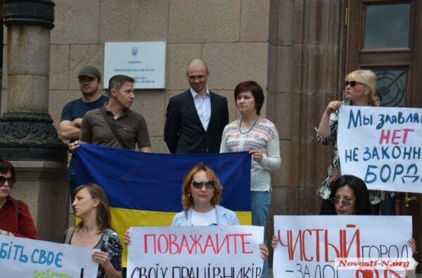 Депутаты от «Самопомощи» и активисты пикетировали мэрию против незаконных будок | Корабелов.ИНФО image 1
