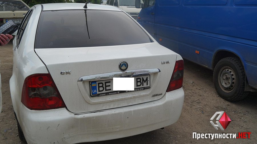 На проспекте Богоявленском из-за ямы на дороге в ДТП попали 2 легковушки, микроавтобус и мотоцикл   Корабелов.ИНФО image 5