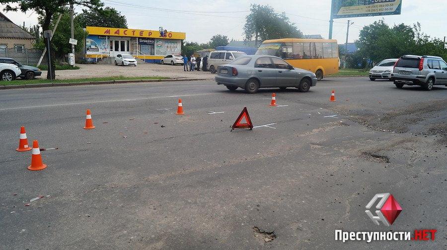 На проспекте Богоявленском из-за ямы на дороге в ДТП попали 2 легковушки, микроавтобус и мотоцикл   Корабелов.ИНФО image 7