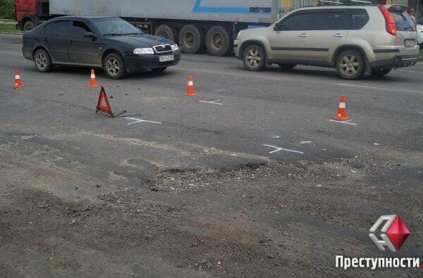 На проспекте Богоявленском из-за ямы на дороге в ДТП попали 2 легковушки, микроавтобус и мотоцикл   Корабелов.ИНФО image 1