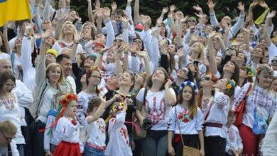 Около тысячи николаевцев отметили День Европы «вышитым» мегамаршем (ВИДЕО) | Корабелов.ИНФО