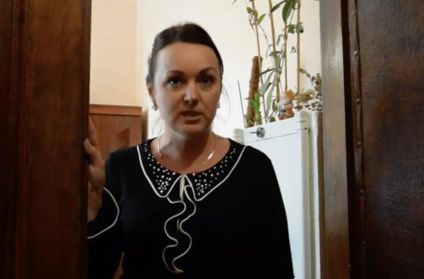 «Это секретное помещение» – начальница отдела кадров силой вытолкала журналиста из помещения мэрии | Корабелов.ИНФО