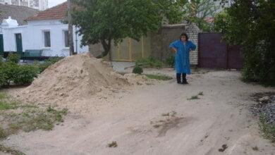 Нема порядку на прибудинковій території - відповідай. Працівникі адміністрації району провели рейд по вулиці Ольшанців   Корабелов.ИНФО image 1