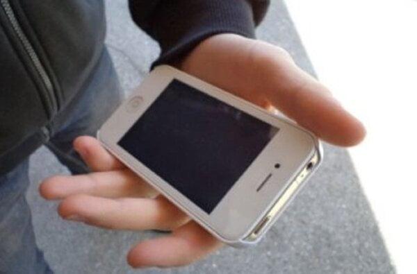 В Корабельному районі у 40-річного чоловіка з рук вихопили дорогий телефон | Корабелов.ИНФО
