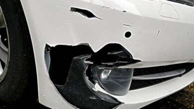Пьяные хулиганы в Корабельном, уходившие на автомобиле от погони, разбили бампер патрульной машины   Корабелов.ИНФО