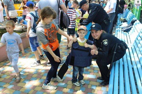 Як патрульні міста Миколаєва привітали дітей зі святом | Корабелов.ИНФО image 1