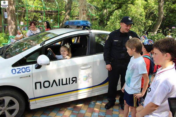 Як патрульні міста Миколаєва привітали дітей зі святом | Корабелов.ИНФО image 3