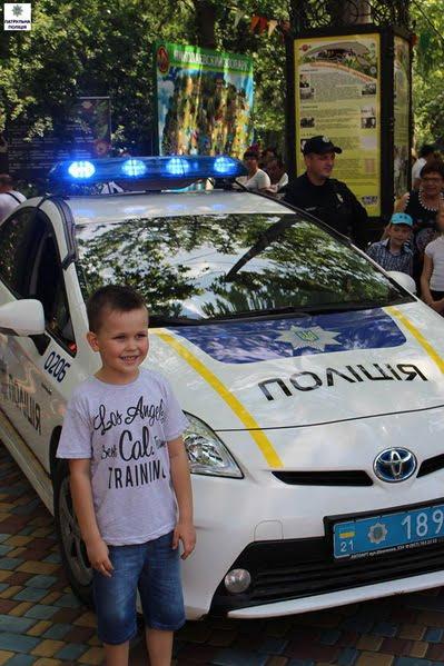 Як патрульні міста Миколаєва привітали дітей зі святом | Корабелов.ИНФО image 4