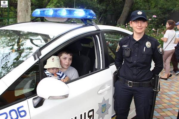 Як патрульні міста Миколаєва привітали дітей зі святом | Корабелов.ИНФО image 10
