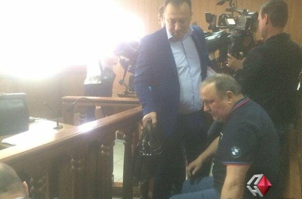 Пойманнный на взятке и сбежавший из больницы Романчук появился в суде | Корабелов.ИНФО image 1