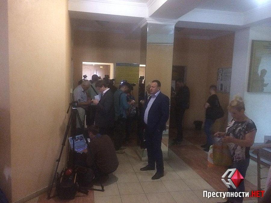 Пойманнный на взятке и сбежавший из больницы Романчук появился в суде | Корабелов.ИНФО image 2