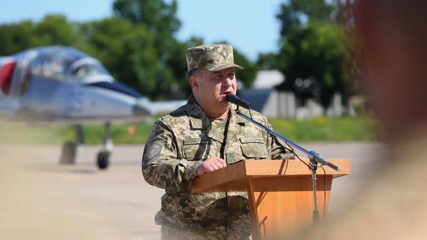 Генерал Степан Полторак на аеродромі «Кульбакіно» нагородив військових авіаторів   Корабелов.ИНФО image 2