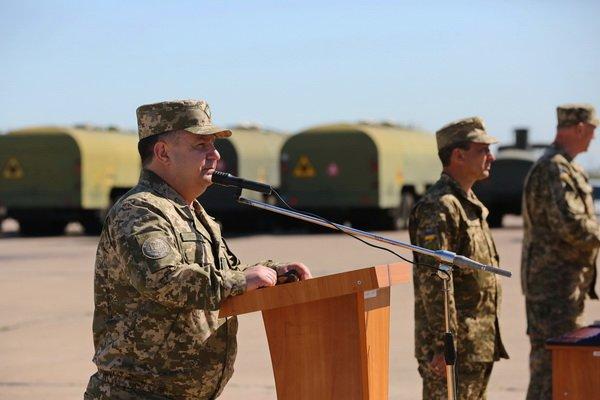 Генерал Степан Полторак на аеродромі «Кульбакіно» нагородив військових авіаторів   Корабелов.ИНФО image 3