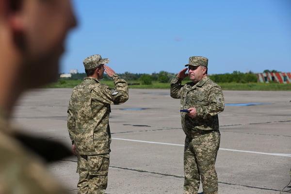 Генерал Степан Полторак на аеродромі «Кульбакіно» нагородив військових авіаторів   Корабелов.ИНФО image 5