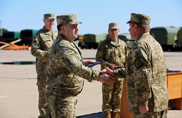 Генерал Степан Полторак на аеродромі «Кульбакіно» нагородив військових авіаторів   Корабелов.ИНФО image 7