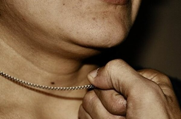 Жертвой уличного грабителя в Корабельном районе стала пенсионерка | Корабелов.ИНФО image 1